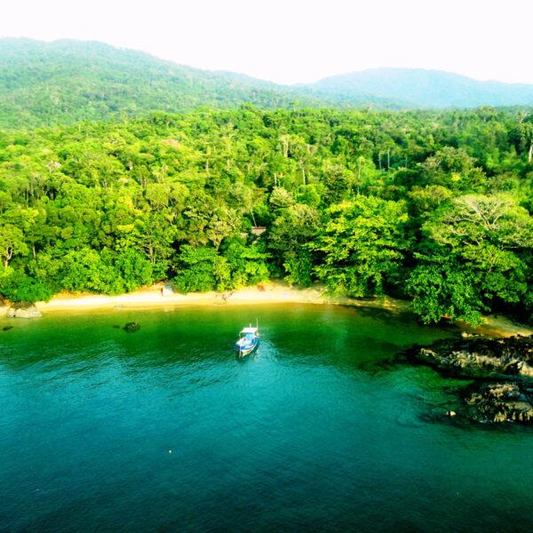 baia antongil spiaggia madagascar